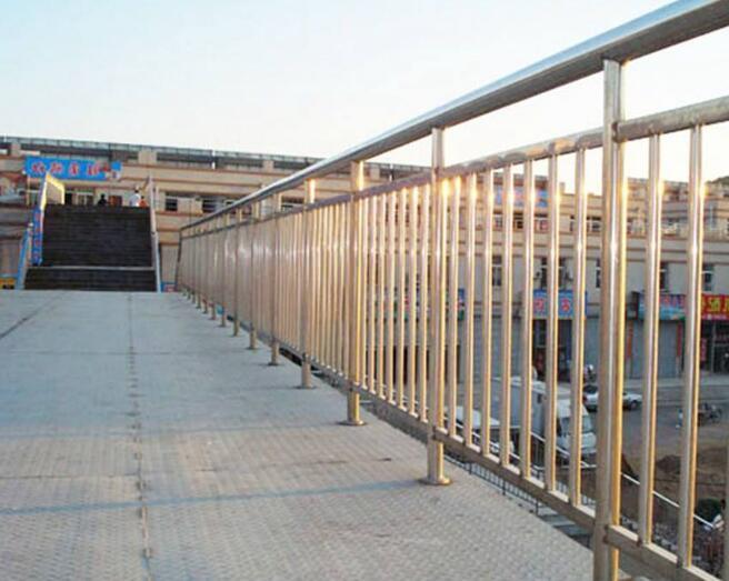 不锈钢栏杆.jpg